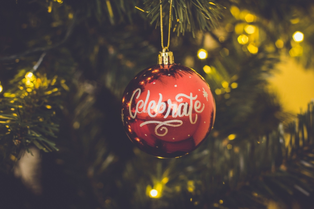 Christmas ornament with celebrate. Photo source by Nubia Navarro on StockSnap