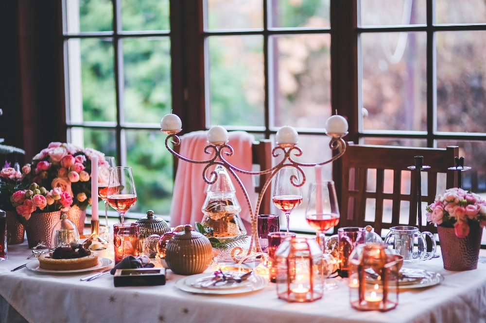 Christmas dinner. Photo source kaboompics on Pixabay