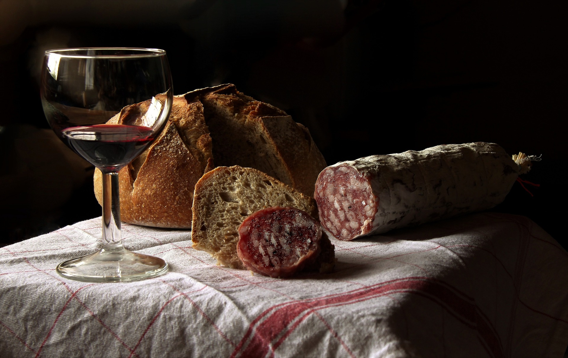 Red wine with chorizo. Photo source ID 3938030 on Pixabay