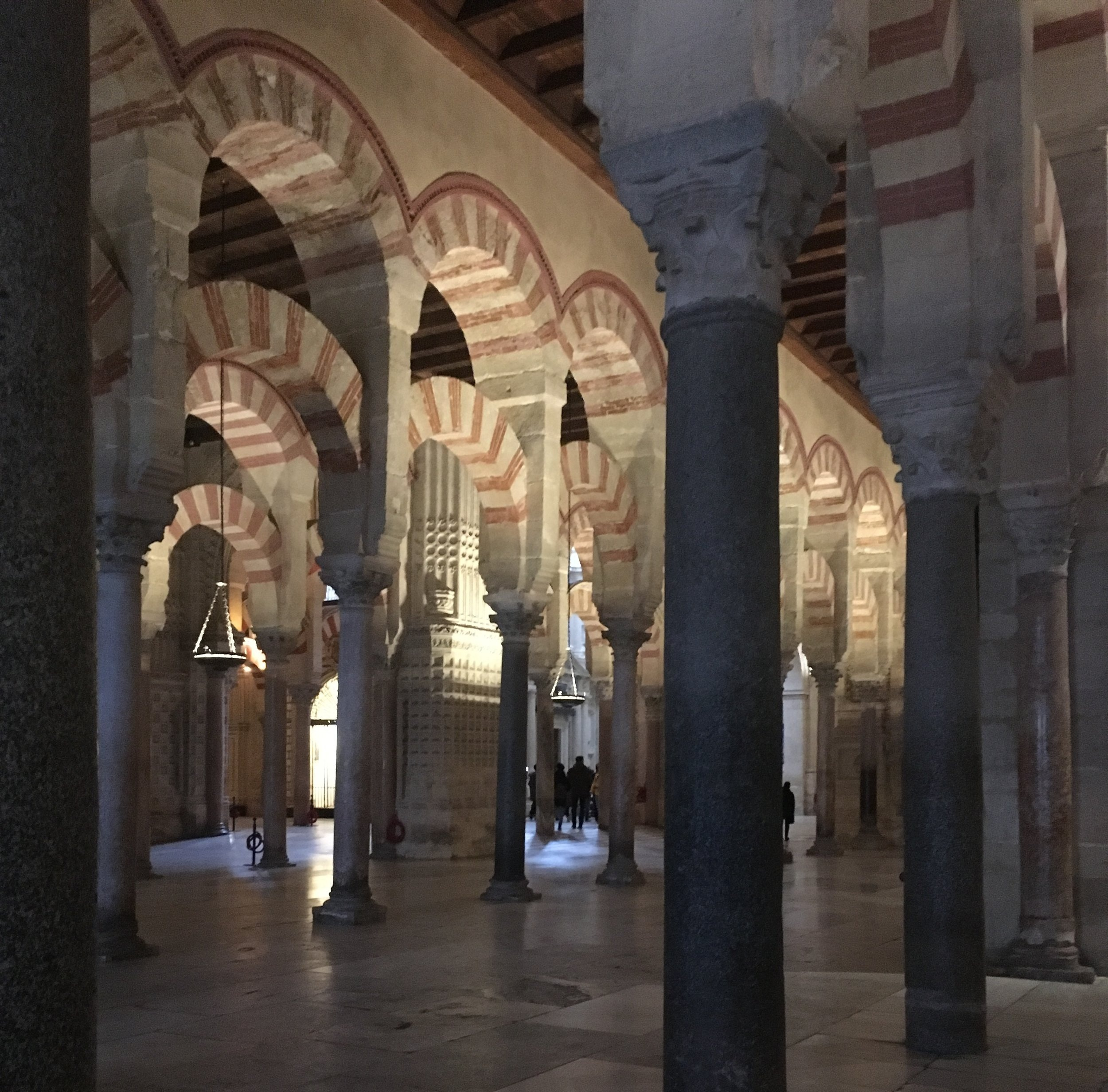 The+inside+of+the+cathedral-mosque+in+C%C3%B3rdoba