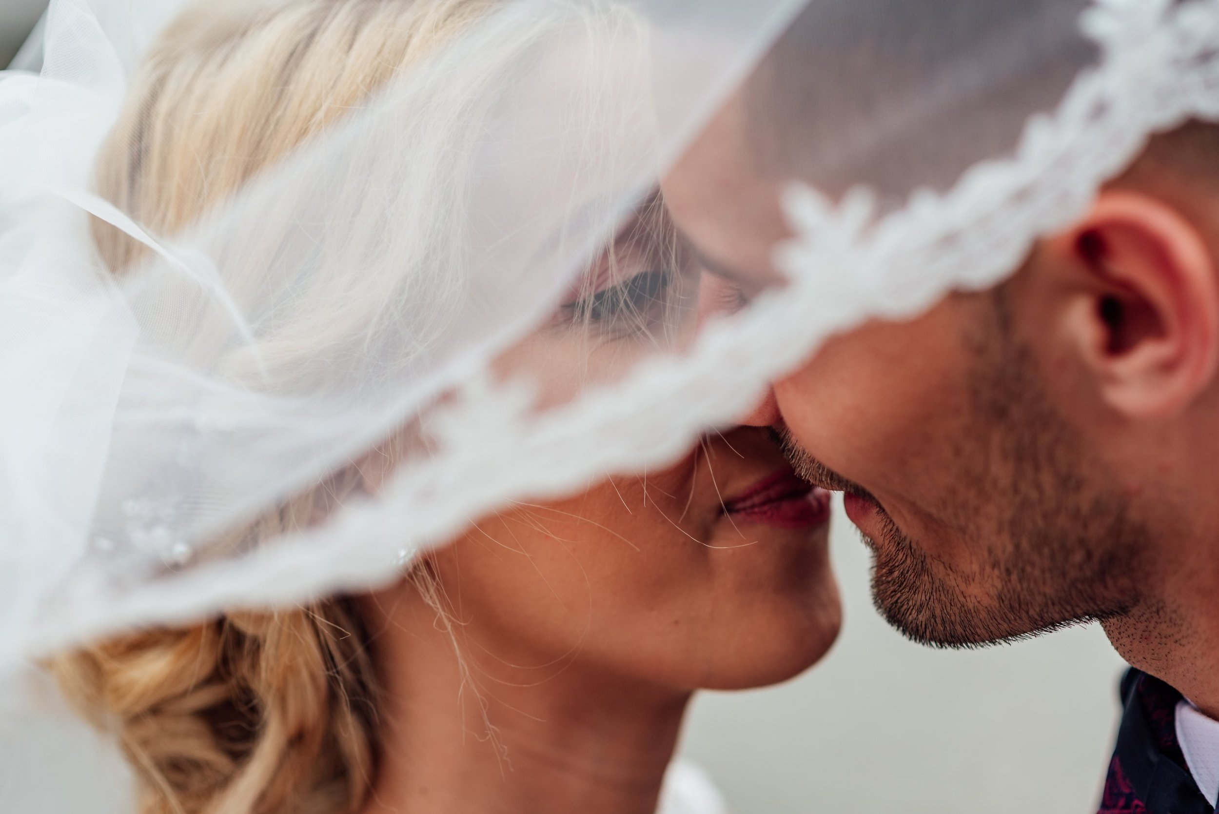 Kissing the bride is not a normal part of the Spanish wedding ceremony.