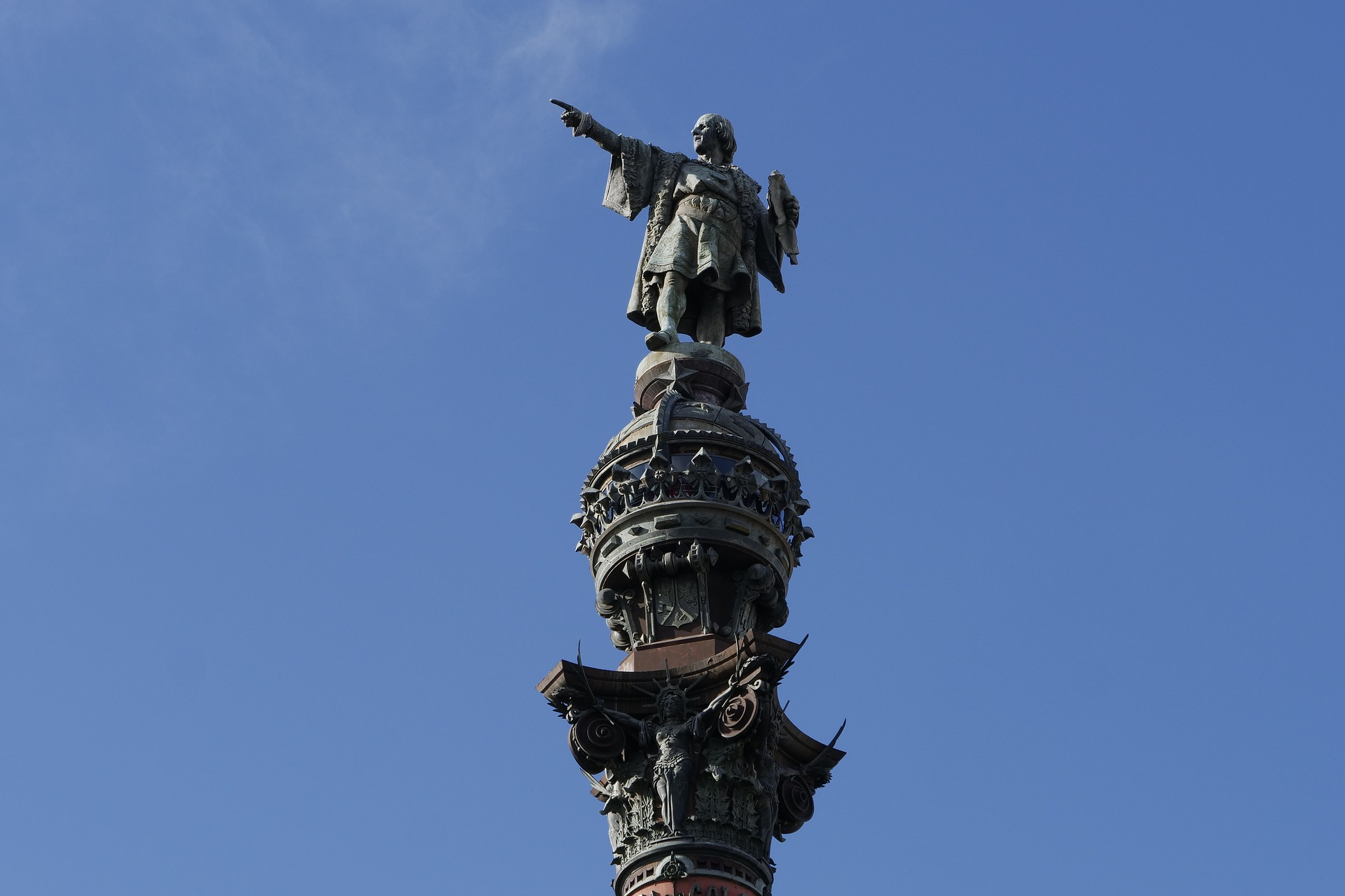Statue of Christopher Columbus. Photo by nosolomarcas on Pixabay.