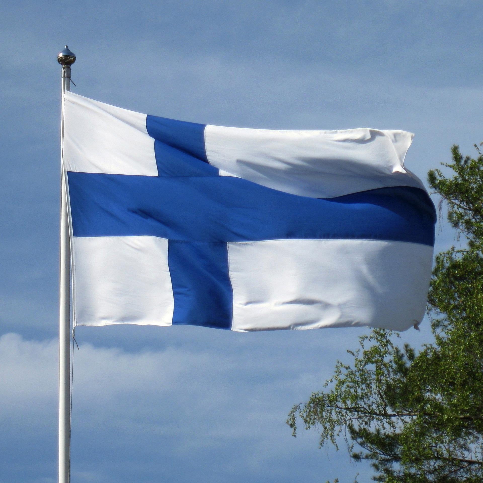 Finnish flag. Photo by Hietaparta on Pixabay.