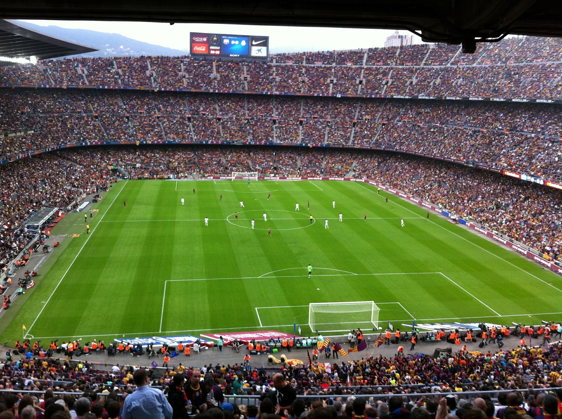 Camp Nou, where the club FC Barcelona (or Barça) plays, can seat almost 100,000 people. And when it's packed, that's over two hours of intense time with your friends, family, and fellow supporters.