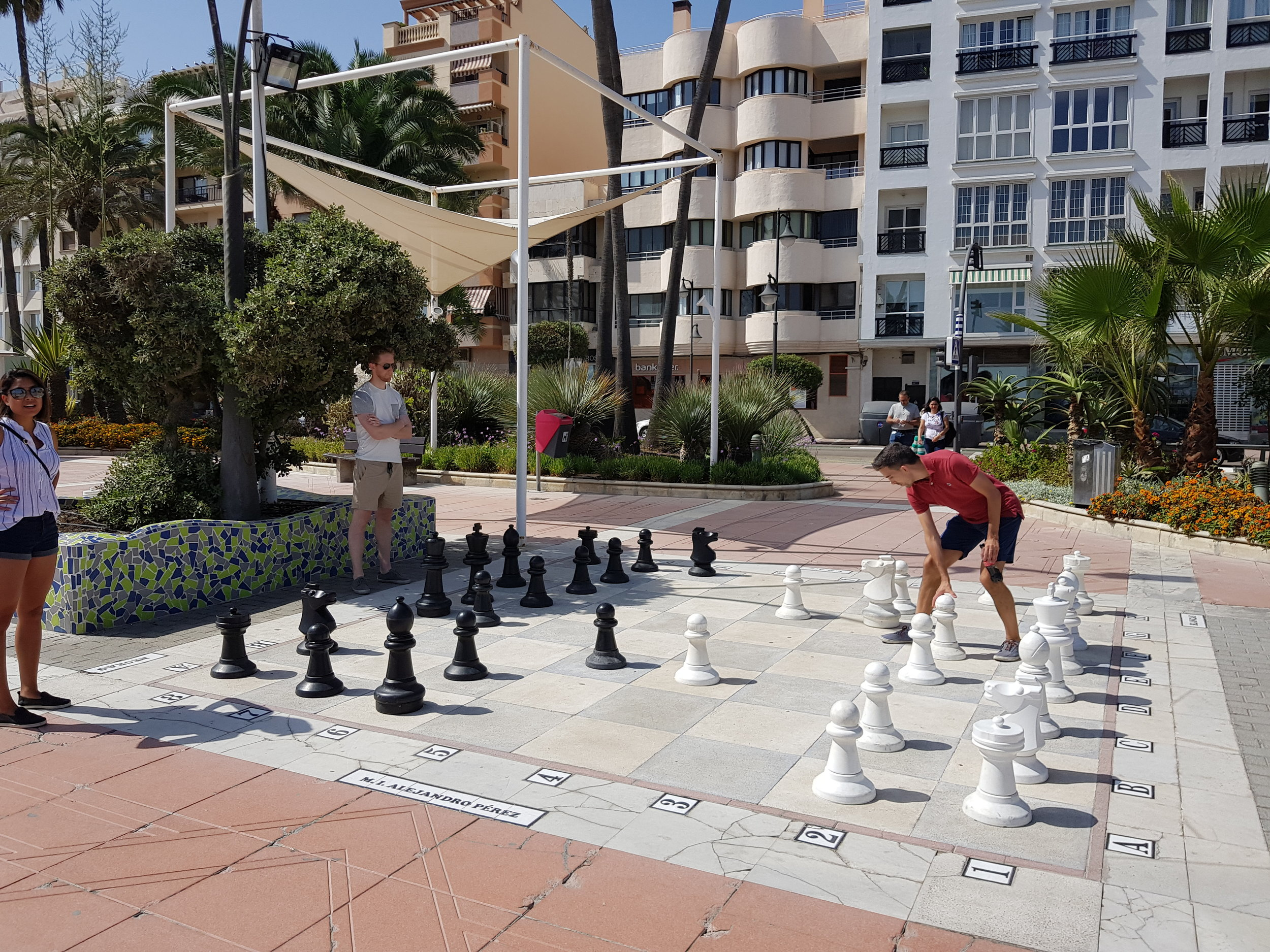 You may even happen upon life-size chess on the  Paseo Marítimo!