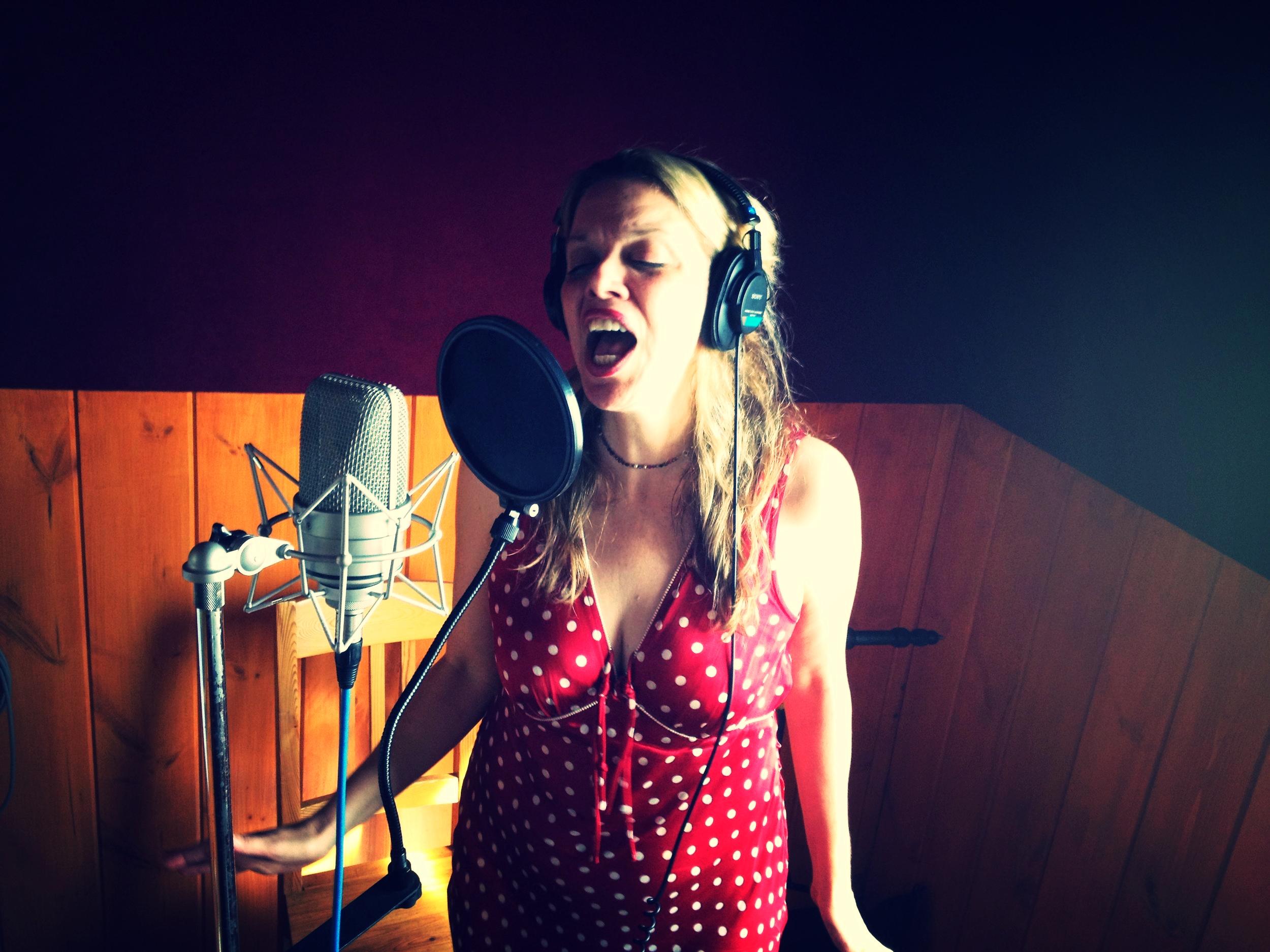 Louisa Bradshaw, Singer-Songwriter