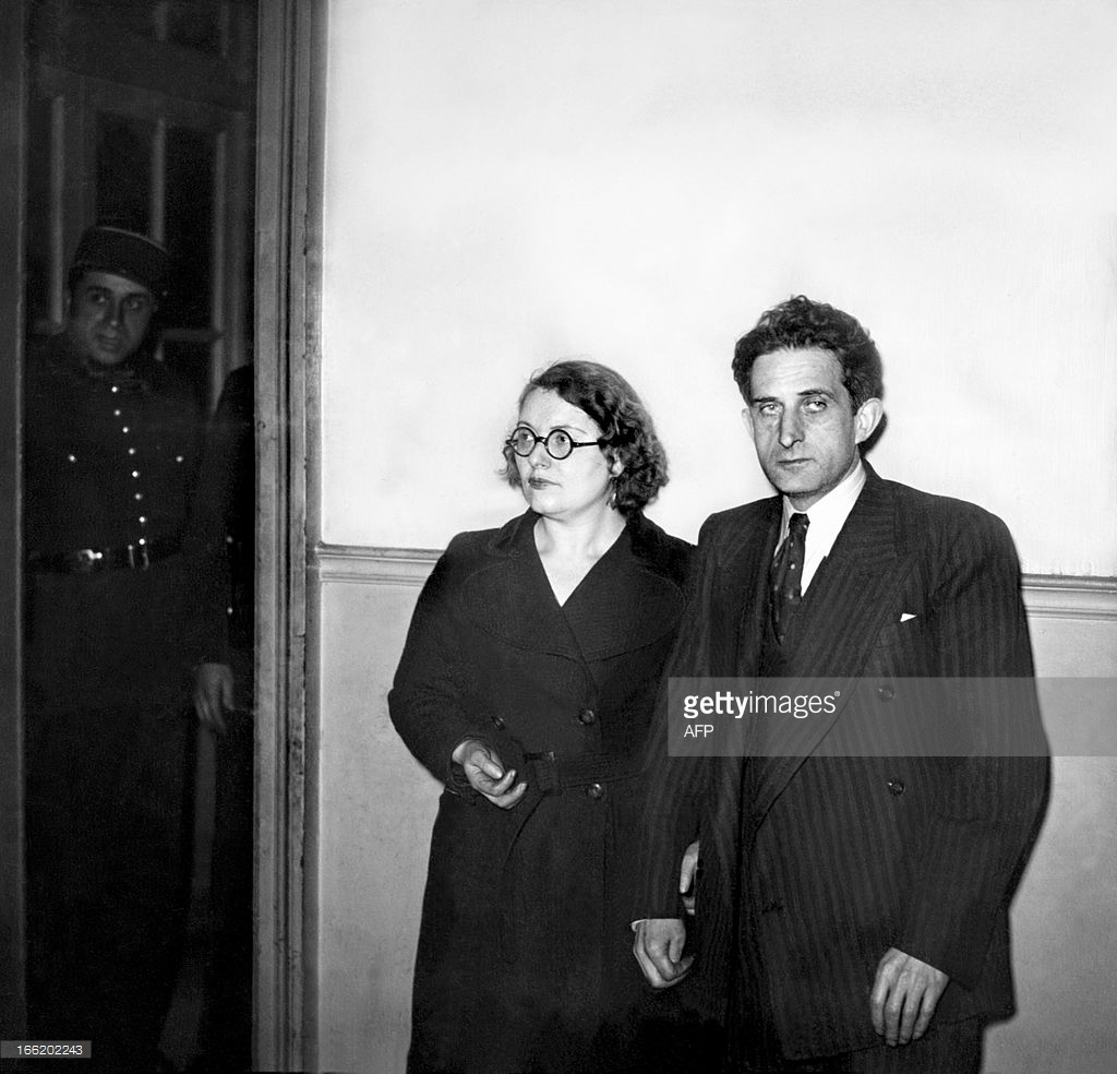 Abraham (R) and Chawa Grynszpan, uncle and aunt of Herschel Grynszpan, attend Grynszpan hearings 02 December 1938 at a Paris court.