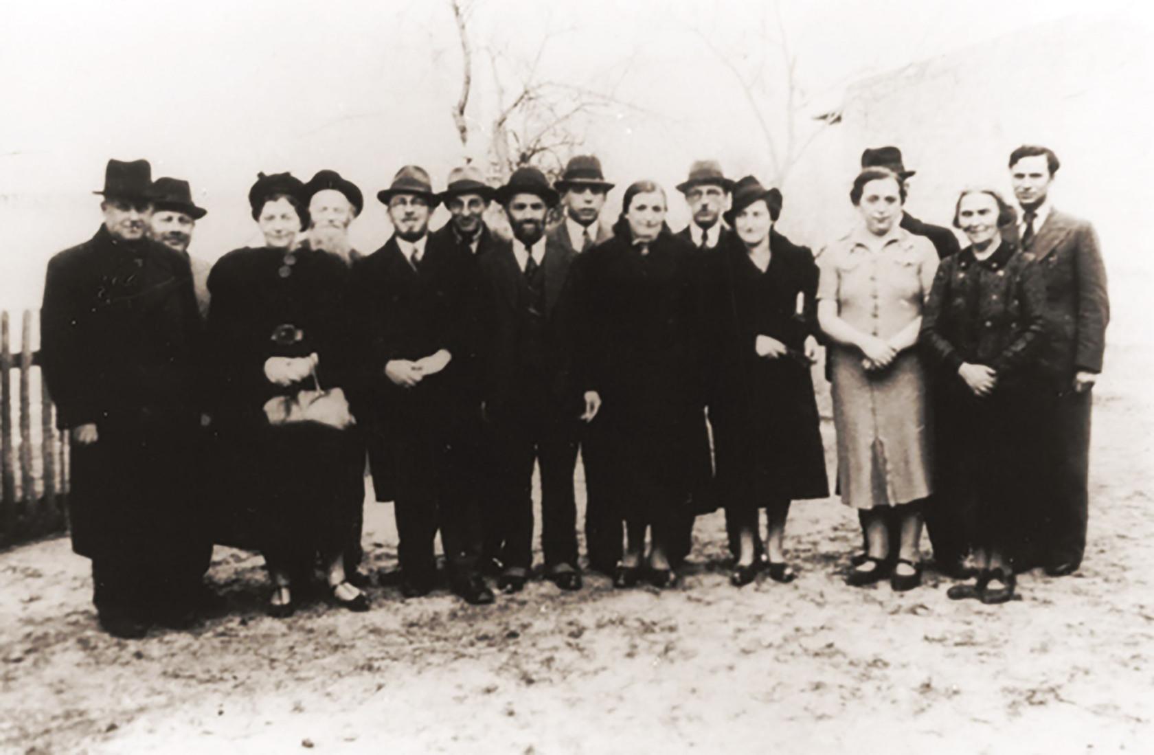 jews-from-nuremberg-prior-to-thier-deportation-to-zbaszyn.jpg