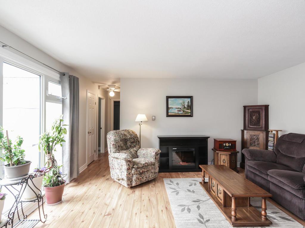542 Cranbrook Rd London ON N6K-MLS_Size-007-17-Living Room-1024x768-72dpi.jpg