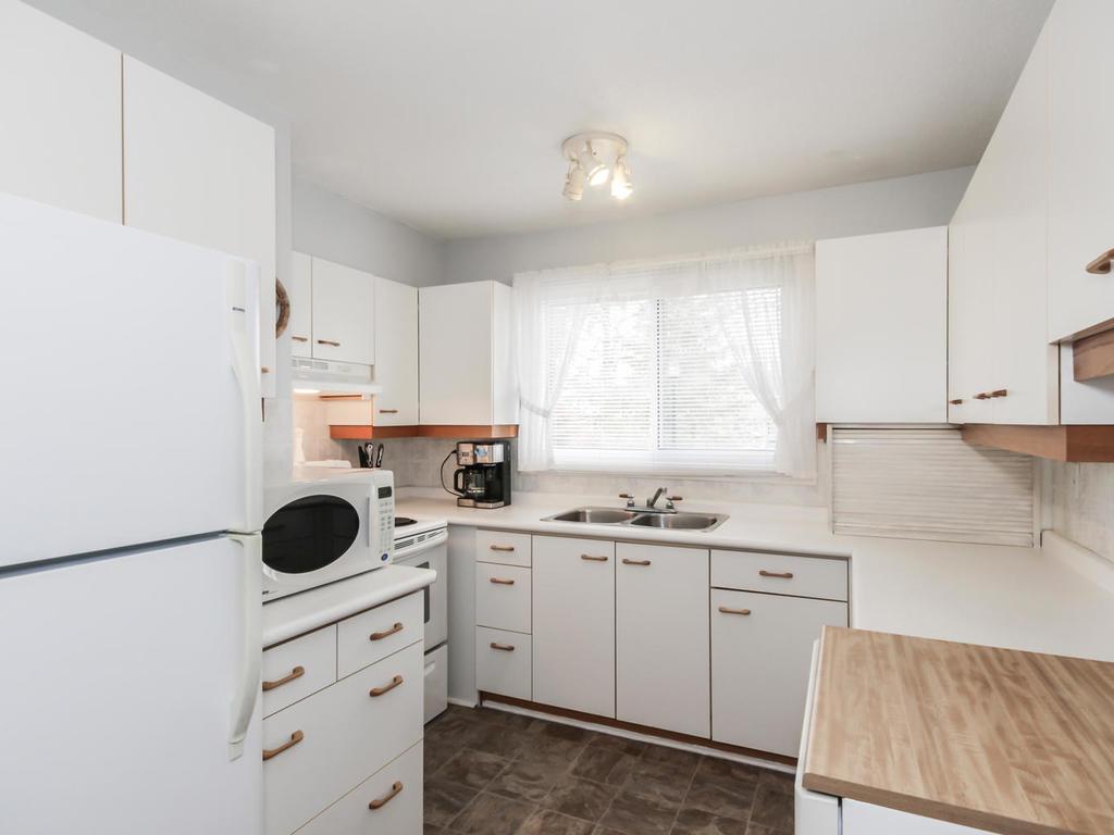 542 Cranbrook Rd London ON N6K-MLS_Size-010-3-Kitchen-1024x768-72dpi.jpg