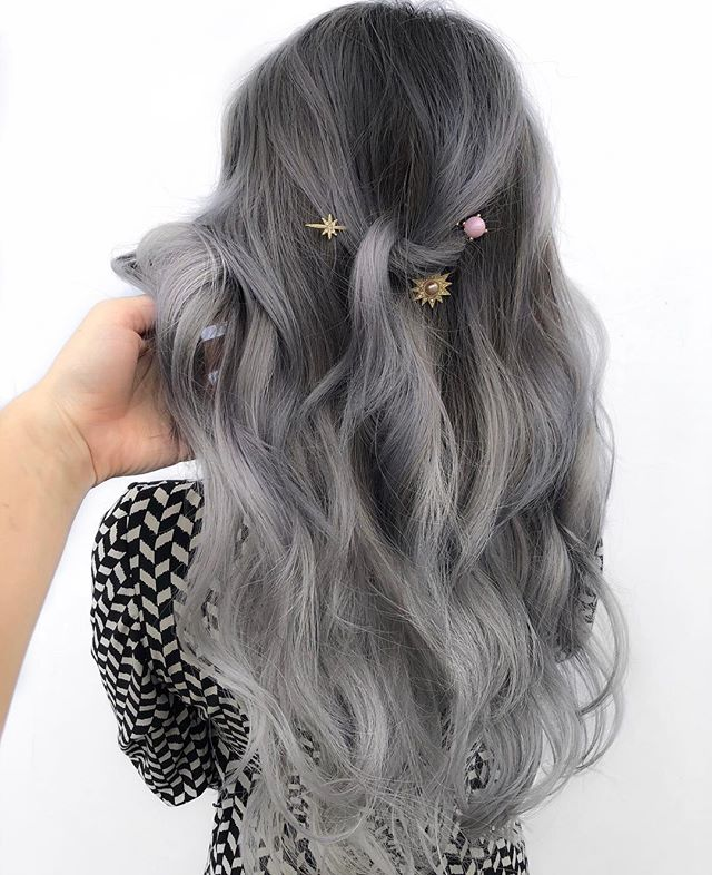 The moon and the stars ✨ Be ready to have your feed blown up by this color bc I took way too many photos and want to share them all😜 Colored with @pravana silver  And added two packs of @bellamihair 18in tape ins!  Styled with @ghdhair curliny iron #behindthechair #silverhair #pravana #bellamihair #pearlandstylist #houstonhairstylist #tapeins #extenions #greyhair