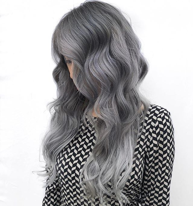 The moon and the stars ✨ Be ready to have your feed blown up by this color bc I took way too many photos and want to share them all😜 Colored with @pravana silver  And added two packs of @bellamihair 18in tape ins!  Styled with @ghdhair curling iron  #behindthechair #silverhair #pravana #bellamihair #pearlandstylist #houstonhairstylist #tapeins #extenions #greyhair