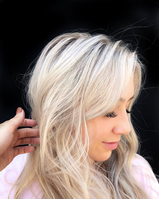 Summer blonde season 🐚 (Swipe)  Book your back to school appointments before availability runs out!  Link in bio⬆️ #behindthechair #oligopro #blondelife #summerblonde #pearlandhair #houstonhairstylist