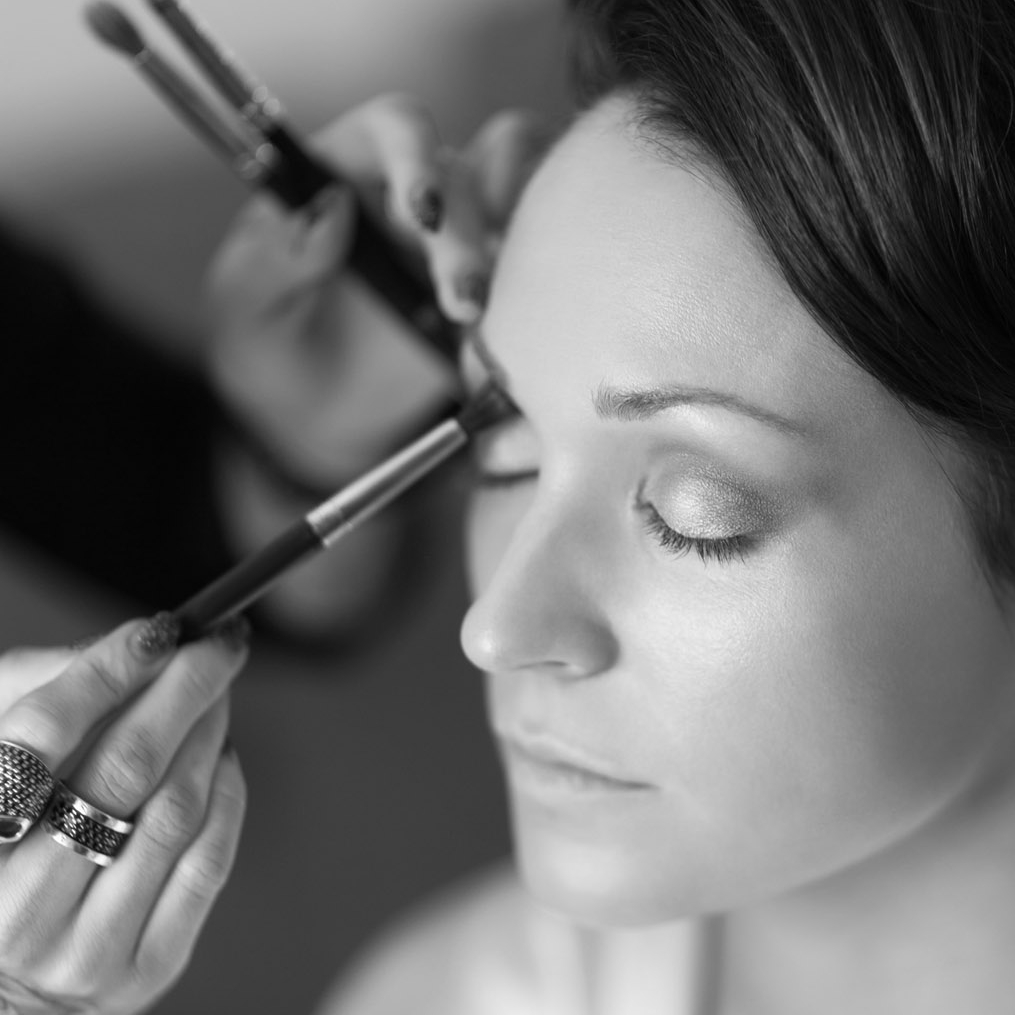 Masterclasses - Learn essential beauty tips and tricks directly from an experienced makeup artist.