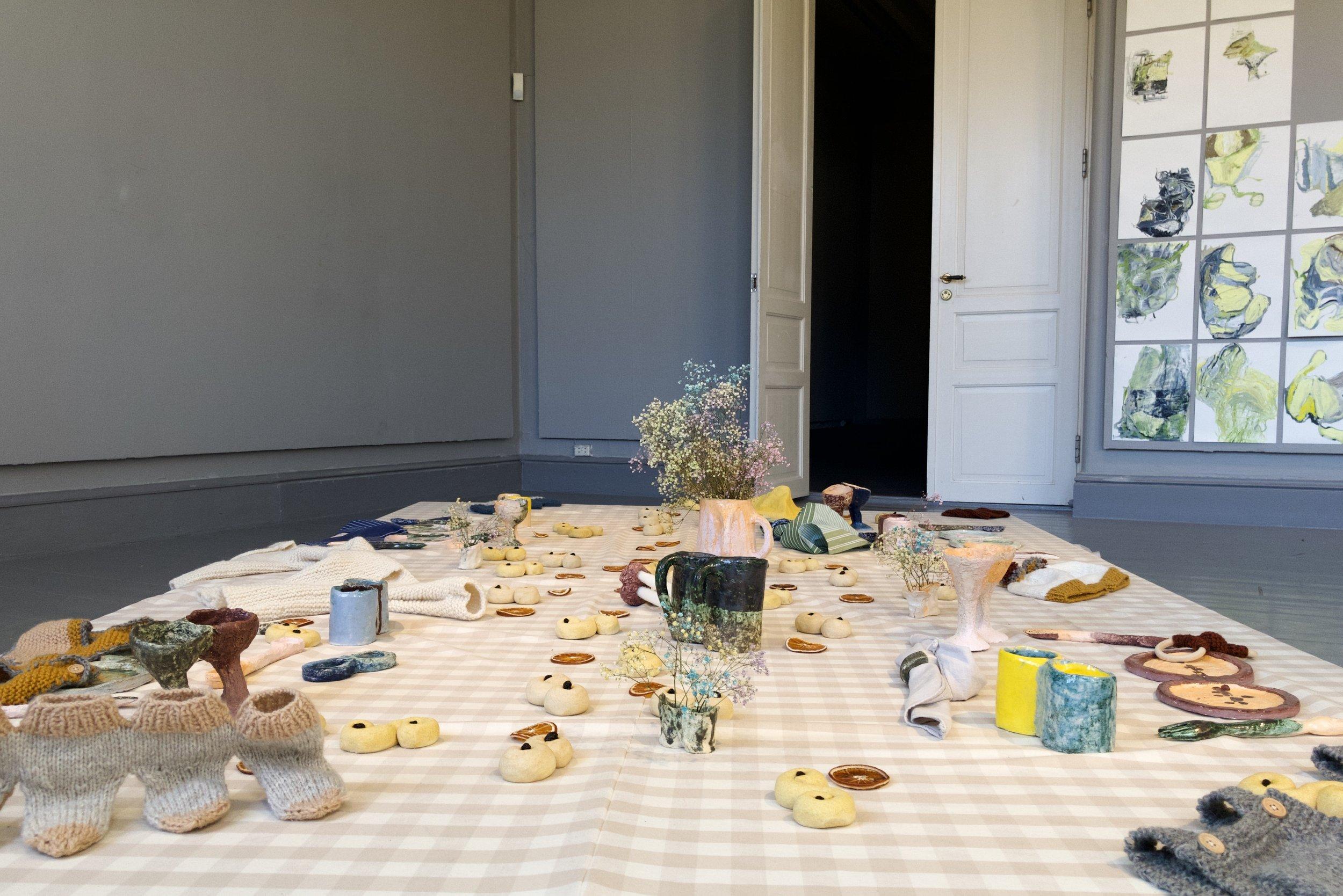 Aasta Marie Tutavae Iversen: Share (2019). Textile, ceramic, papier-mâché, food. Photo: Hilde Sørstrøm