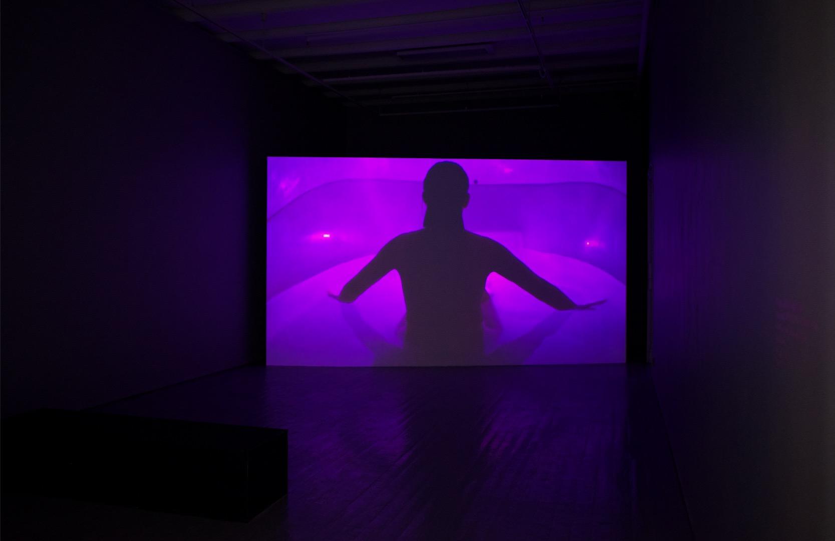 Fra filmen  Neon Oasis  (2019) av New Mineral Collective. Foto: Vsevolod Kovalevskij/Tromsø Kunstforening