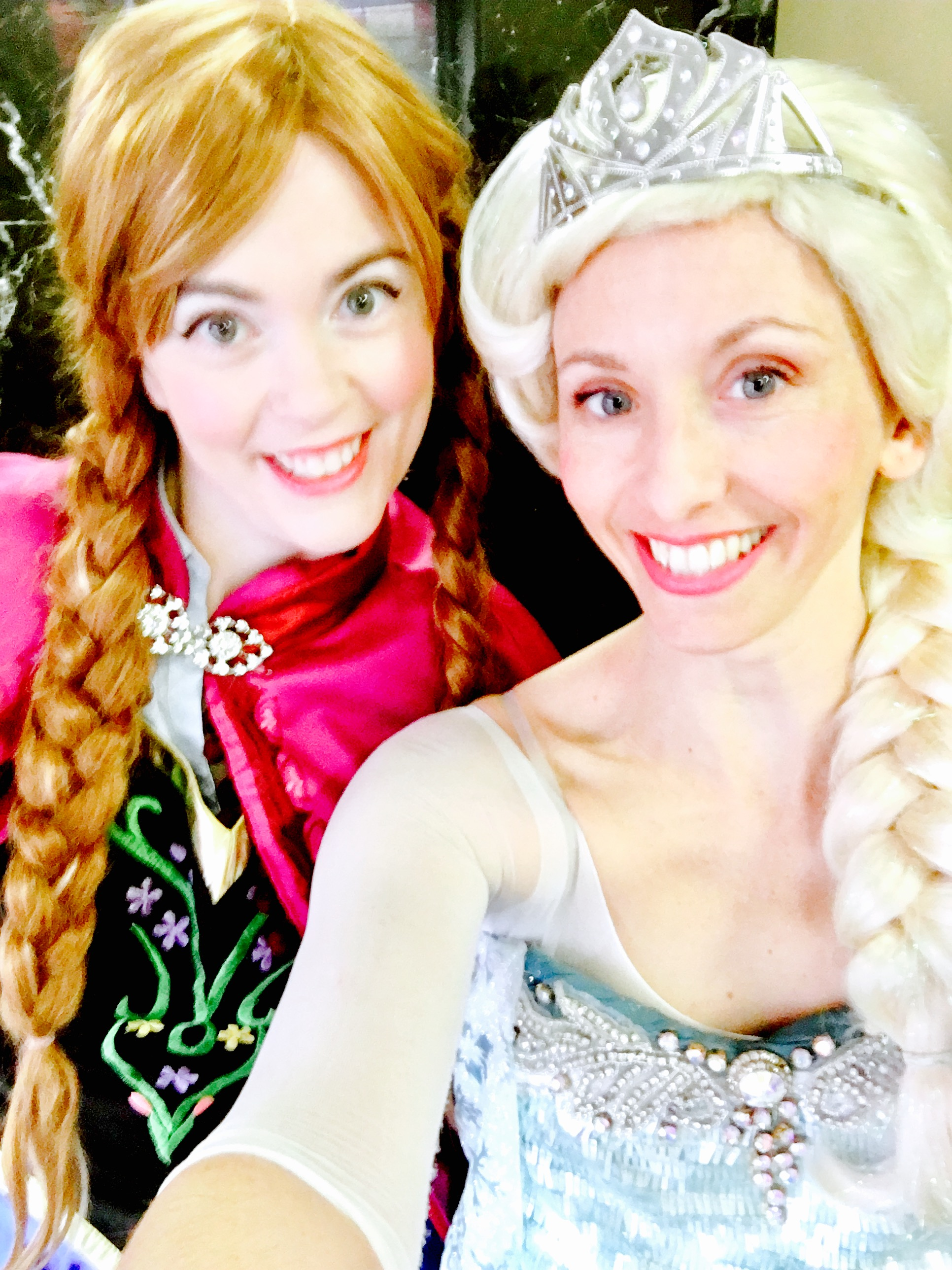 elsa_anna_frozen_party_characters.jpg