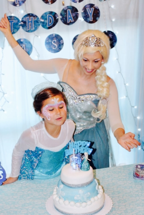 elsa_birthday_character_cake_time.jpg