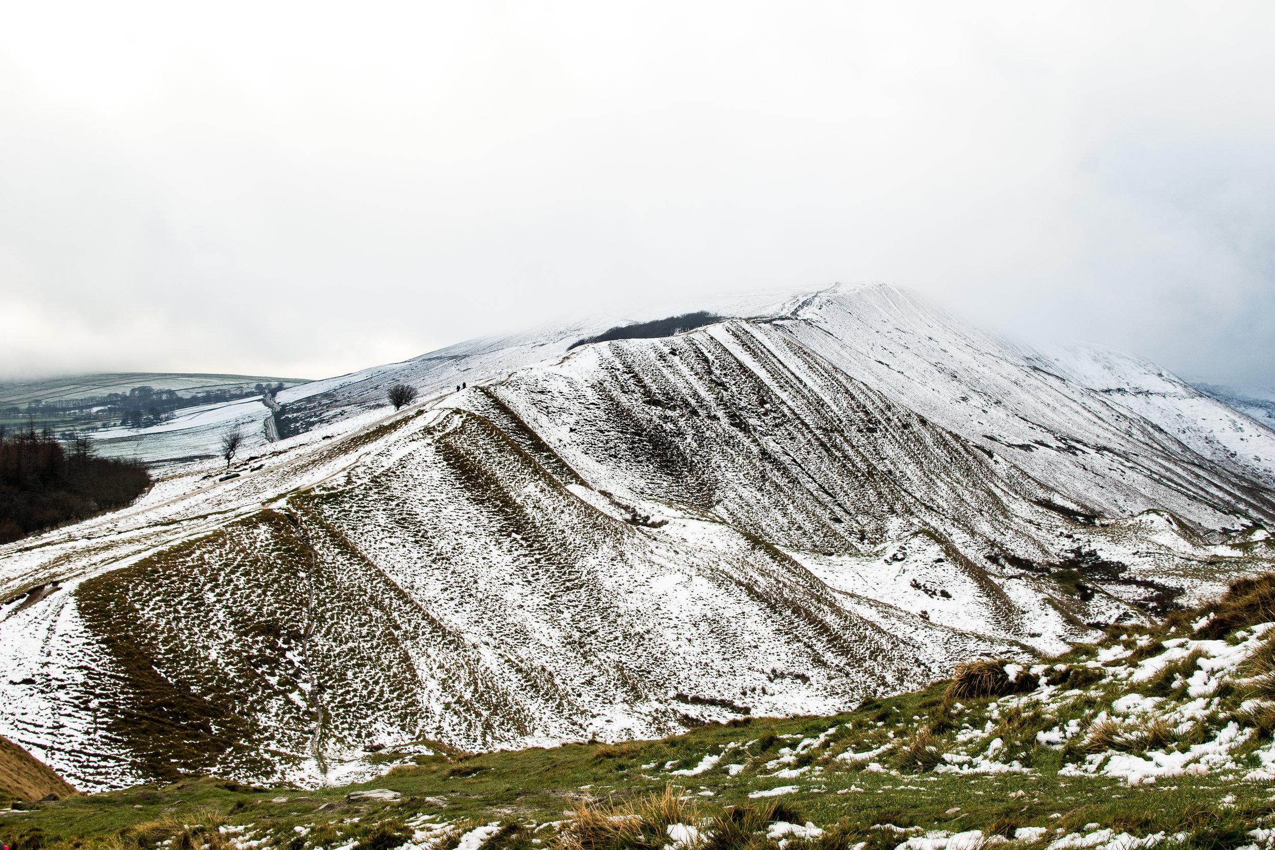 SNOW ACROSS MAM TOR