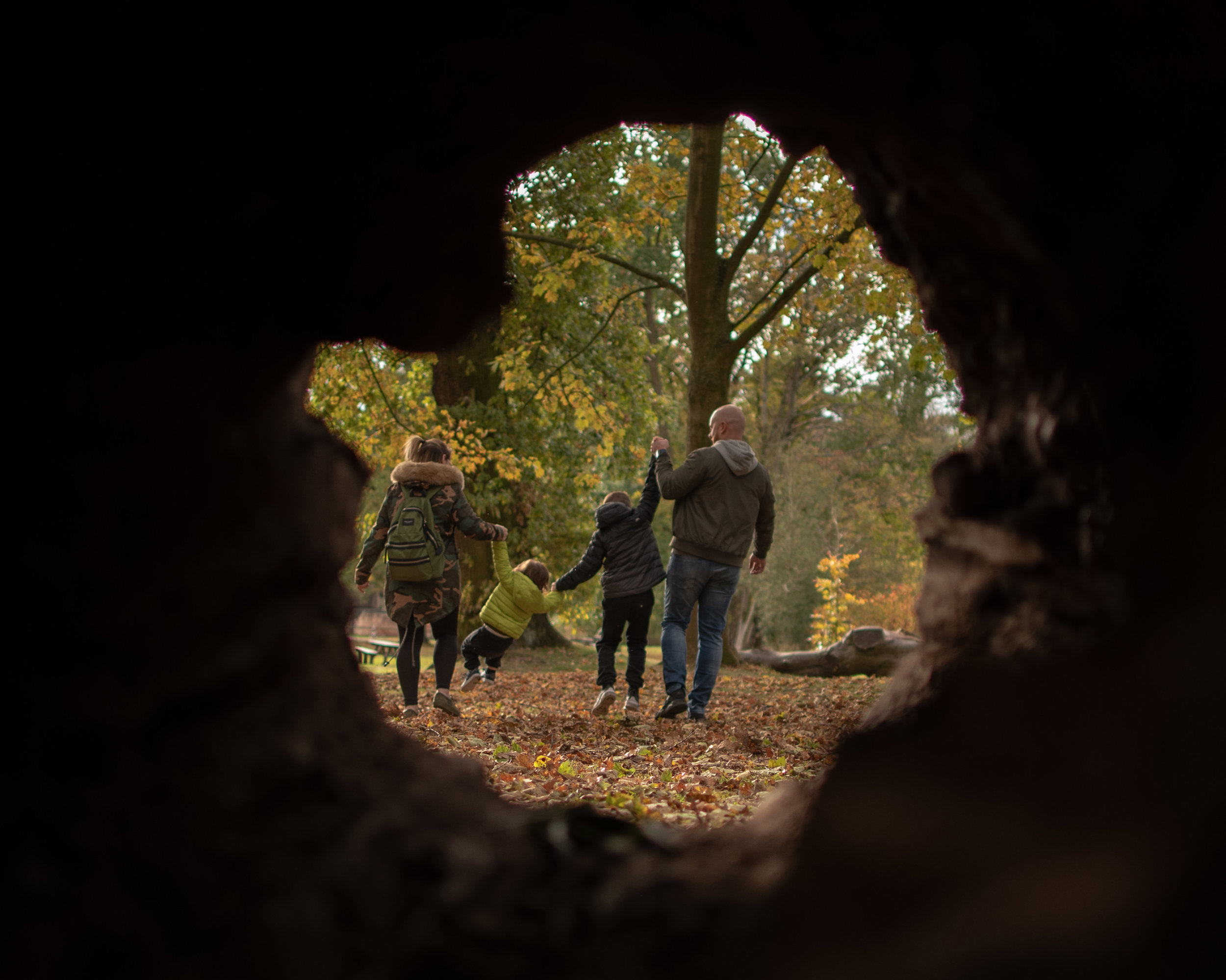 Elvaston Castle, is a great place for exploring Derbyshire's autumnal countryside and a great place for a family of pre-wedding photoshoot!