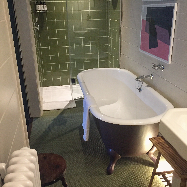 rose bathroom.JPG