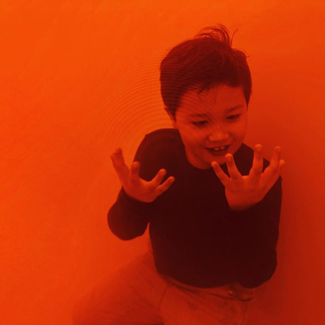 Exploring the Orange Fog at #tatemodern @studioolafureliasson  #art #childfriendly  https://www.thendobetter.com/arts/2019/7/19/Olafur-Eliasson-Tate-exhibition