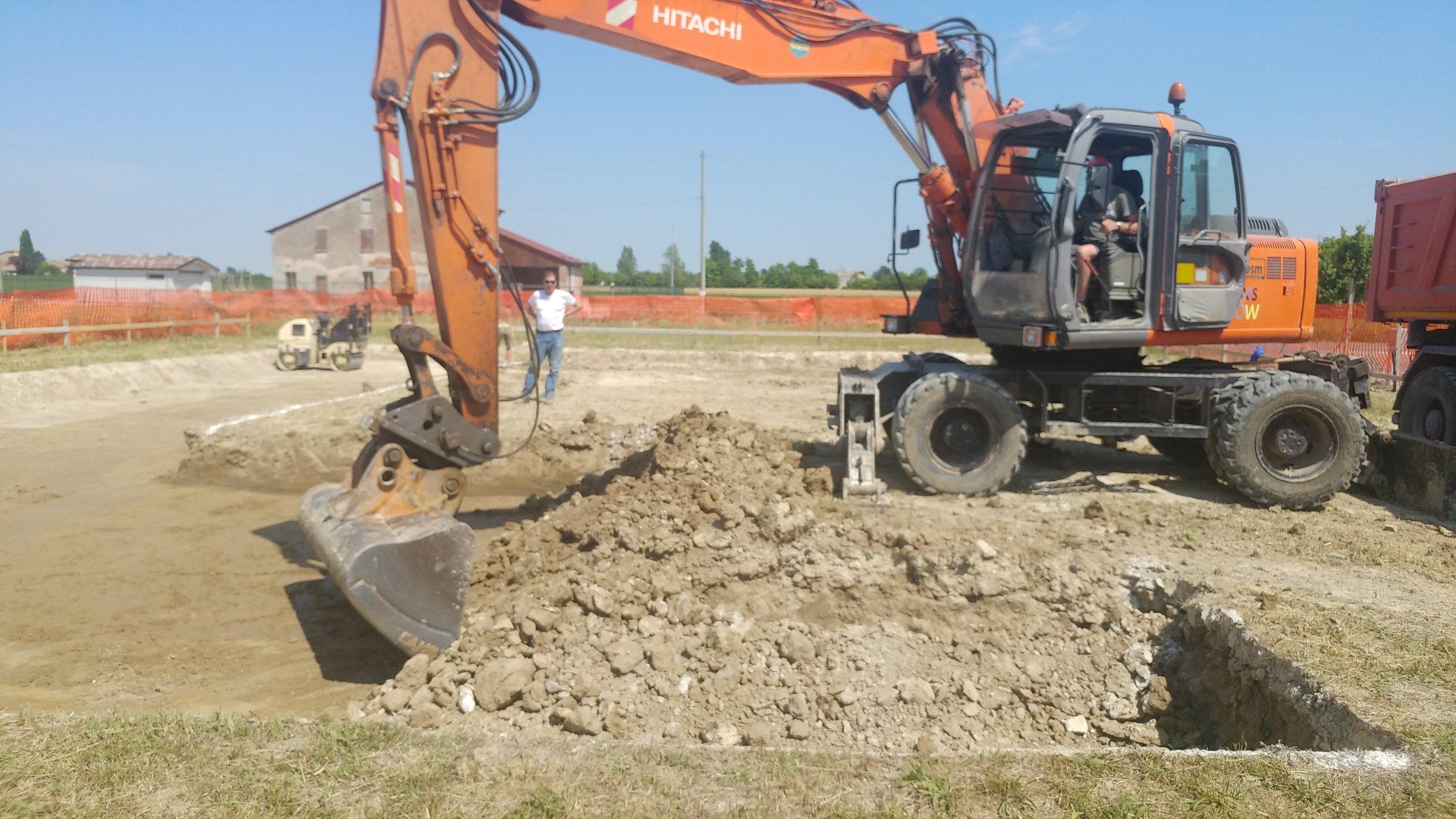 L'inizio dello scavo di fondazione