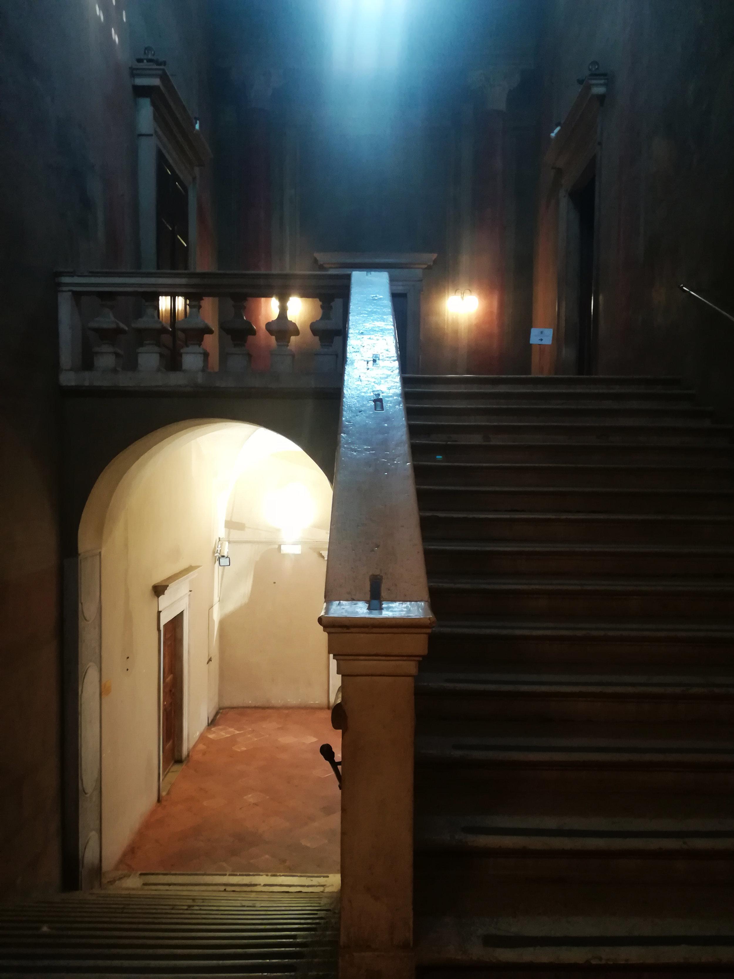 Lo scalone di ingresso della sede dell'Ordine degli Architetti di Brescia