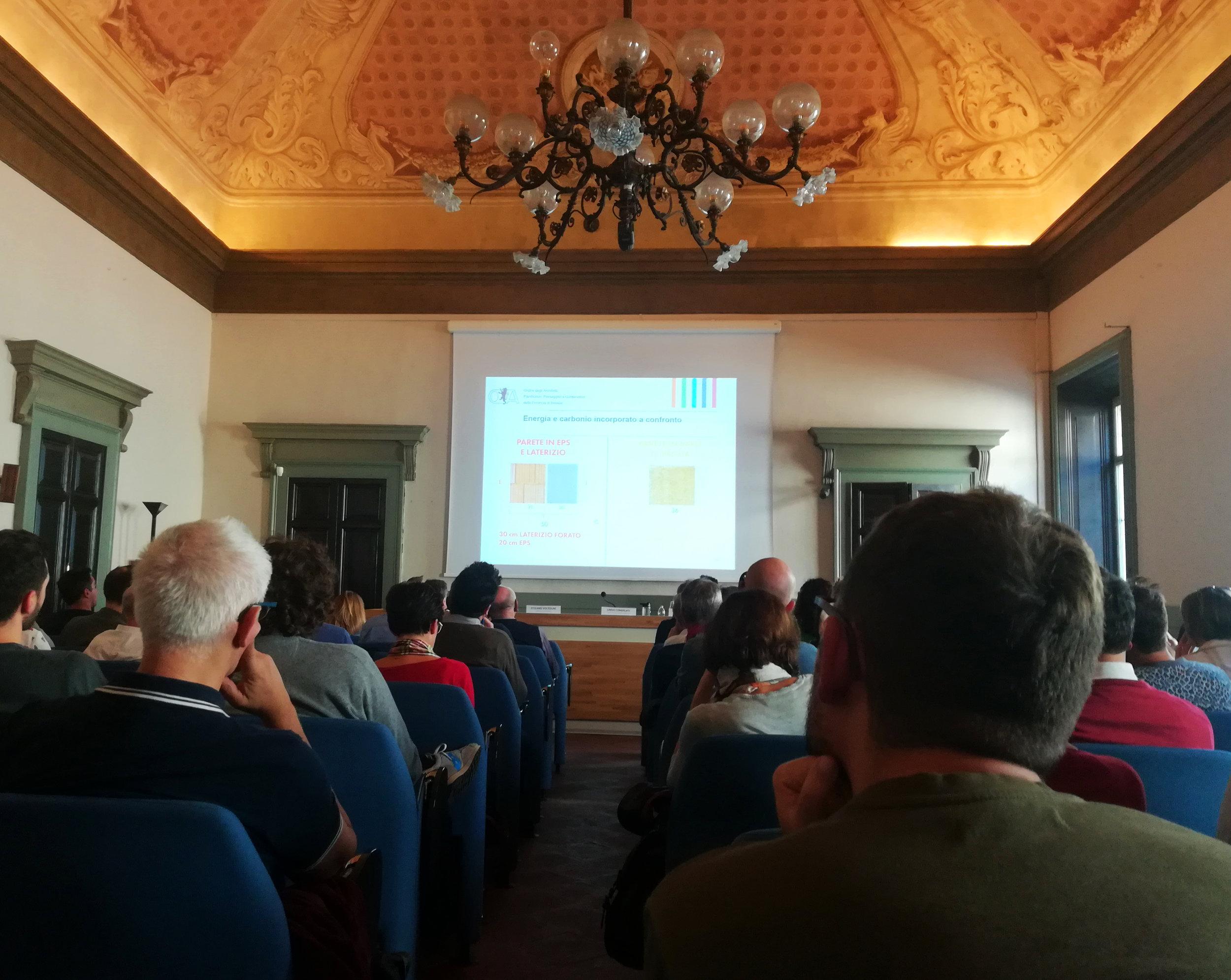 Una foto della conferenza, durante l'intervento dell'Arch. Nicola Preti