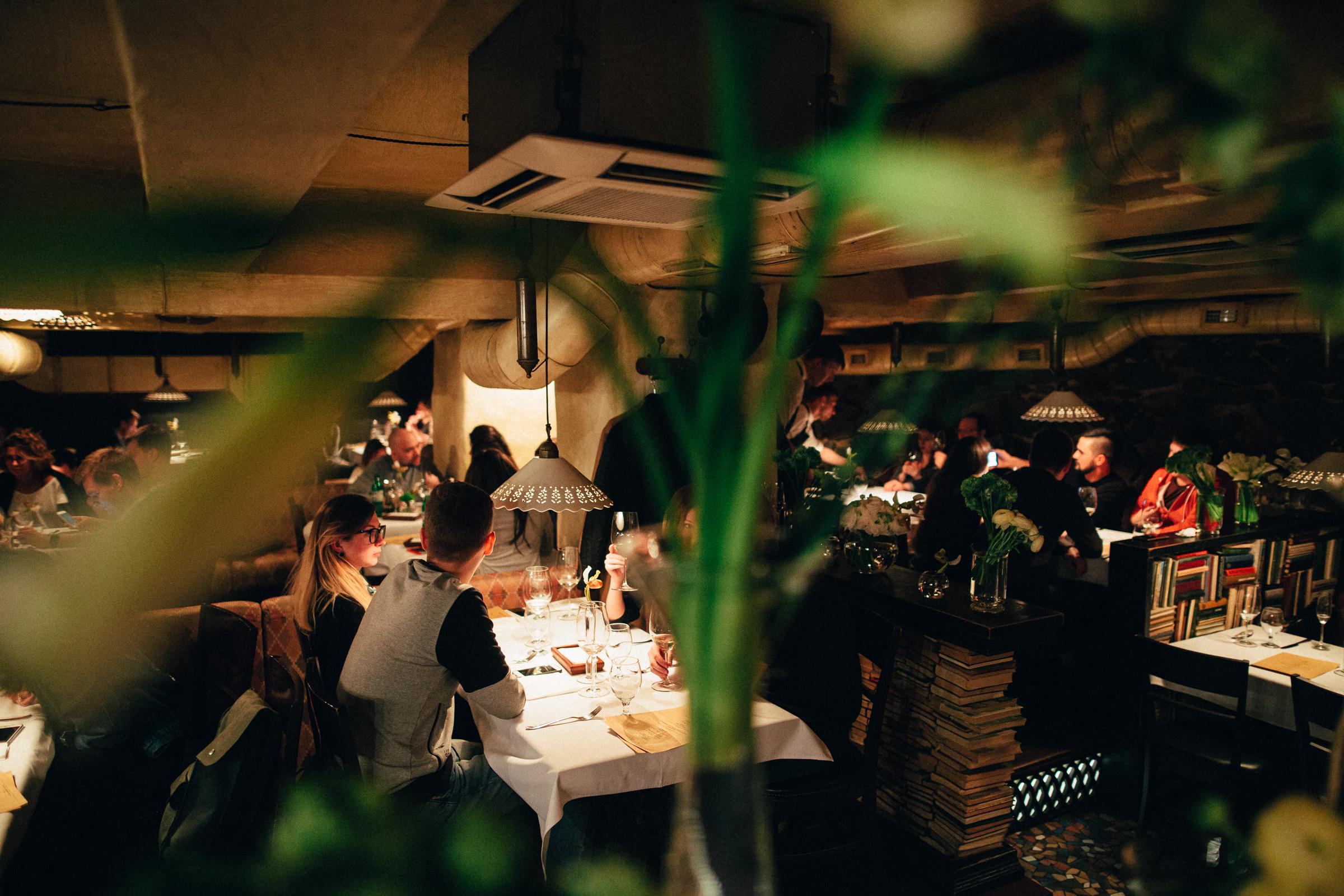 Уникальный и уютный интерьер ресторана в Днепре. Мыши Бляхера
