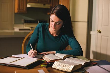 woman-writing_933486_inl.jpg