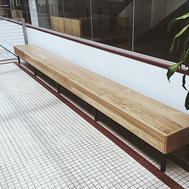 Did Mizzou's med school get new shuffle board tables?! Nope! These are brand new 18' long custom benches moving in! Check out the unloading picks for scale + build pics at the end! . . . . . . #mizzou #universityofmissouri #benches #columbiamissouri #columbiamo #furnituredesign #miz #interiordesign #missourimade #customfurniture #commercialfurniture #woodworking #customwoodworking @muhealth @universityofmissouri @curnuttec