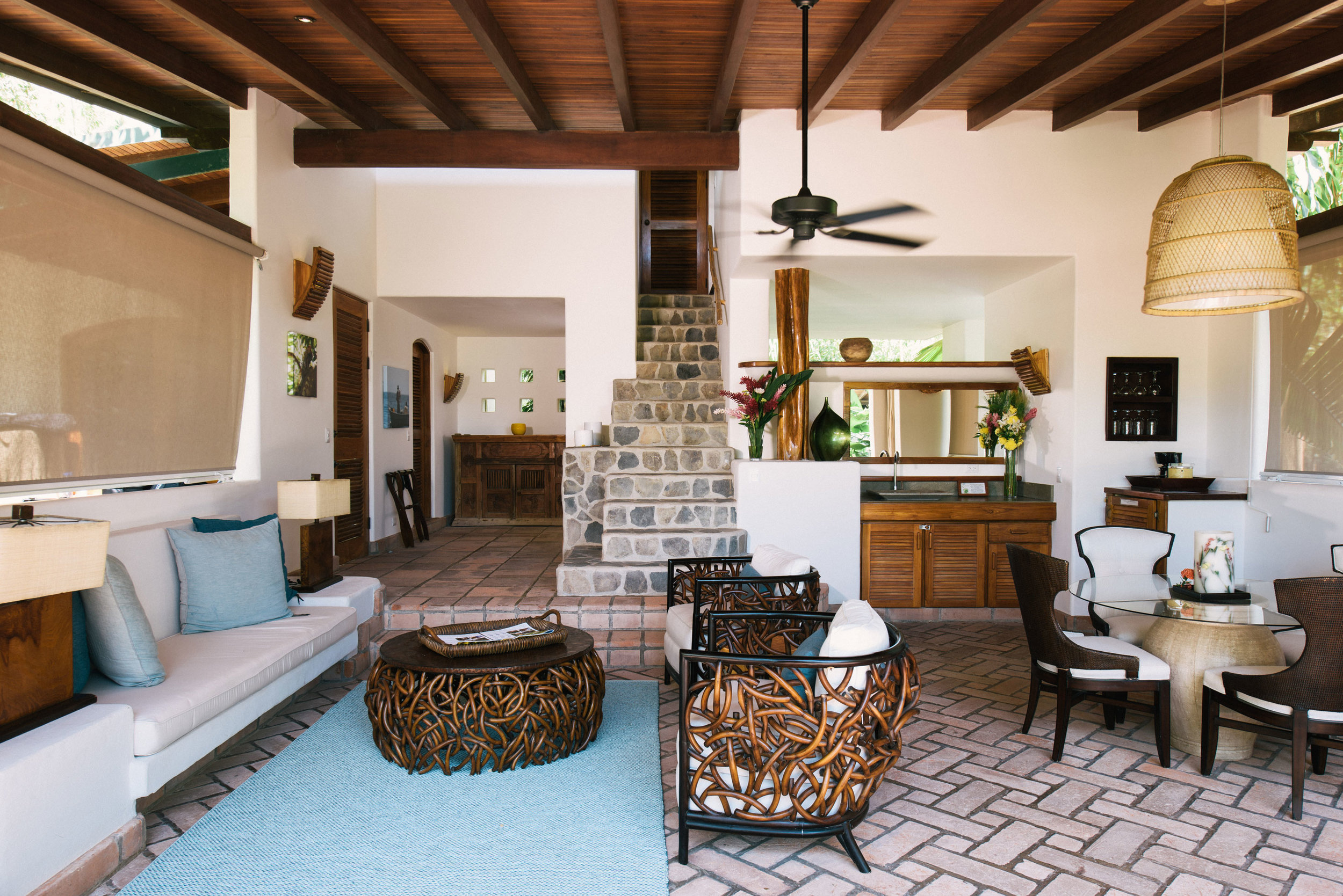 villa-interior-two-story-florblanca.jpg