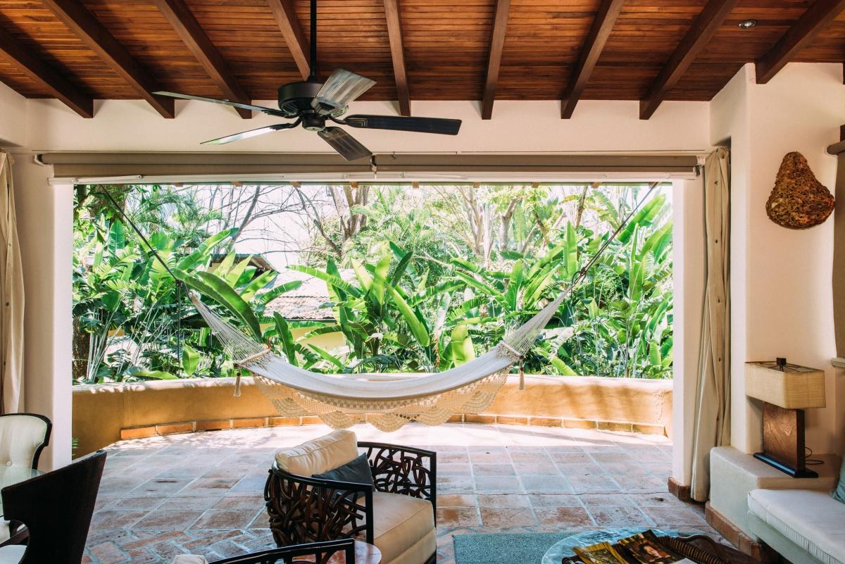 villa-hammock-open-air-florblanca.jpg