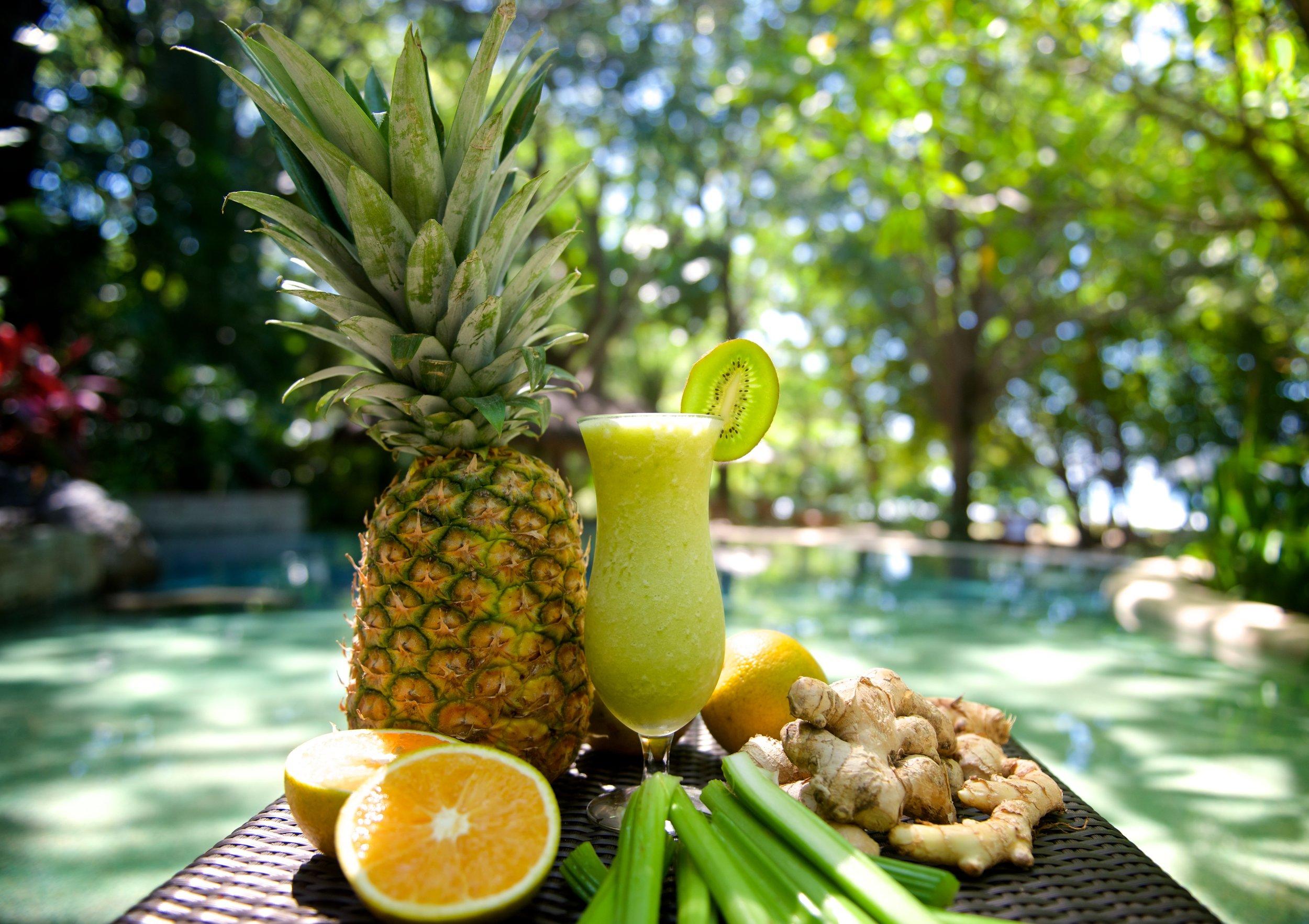 celery-ginger-pineapple-smoothie (1).jpg