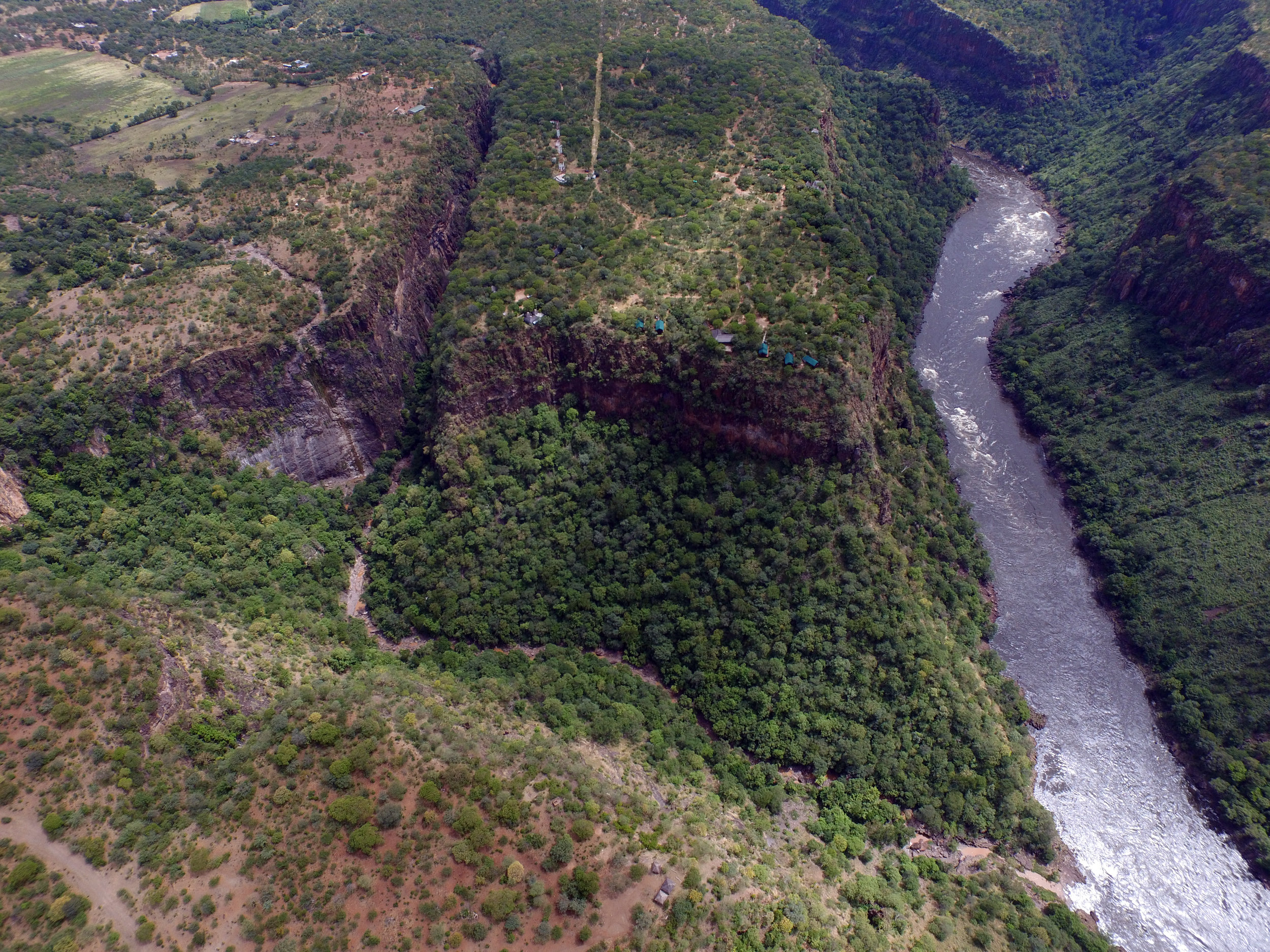23 - Imvelo Safari Lodges - Little Gorges - tents on the edge.JPG