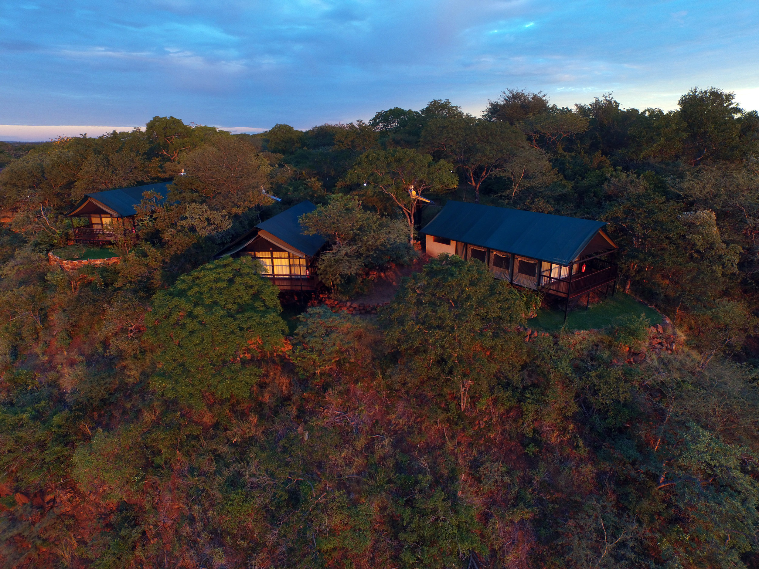 23a - Imvelo Safari Lodges - Little Gorges - tents on the edge.JPG