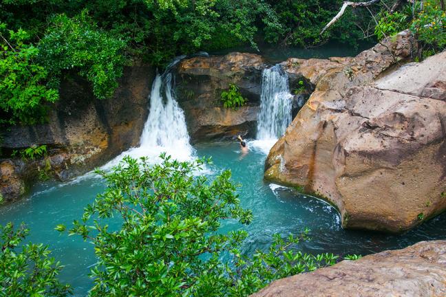 cangreja_waterfall1.jpg