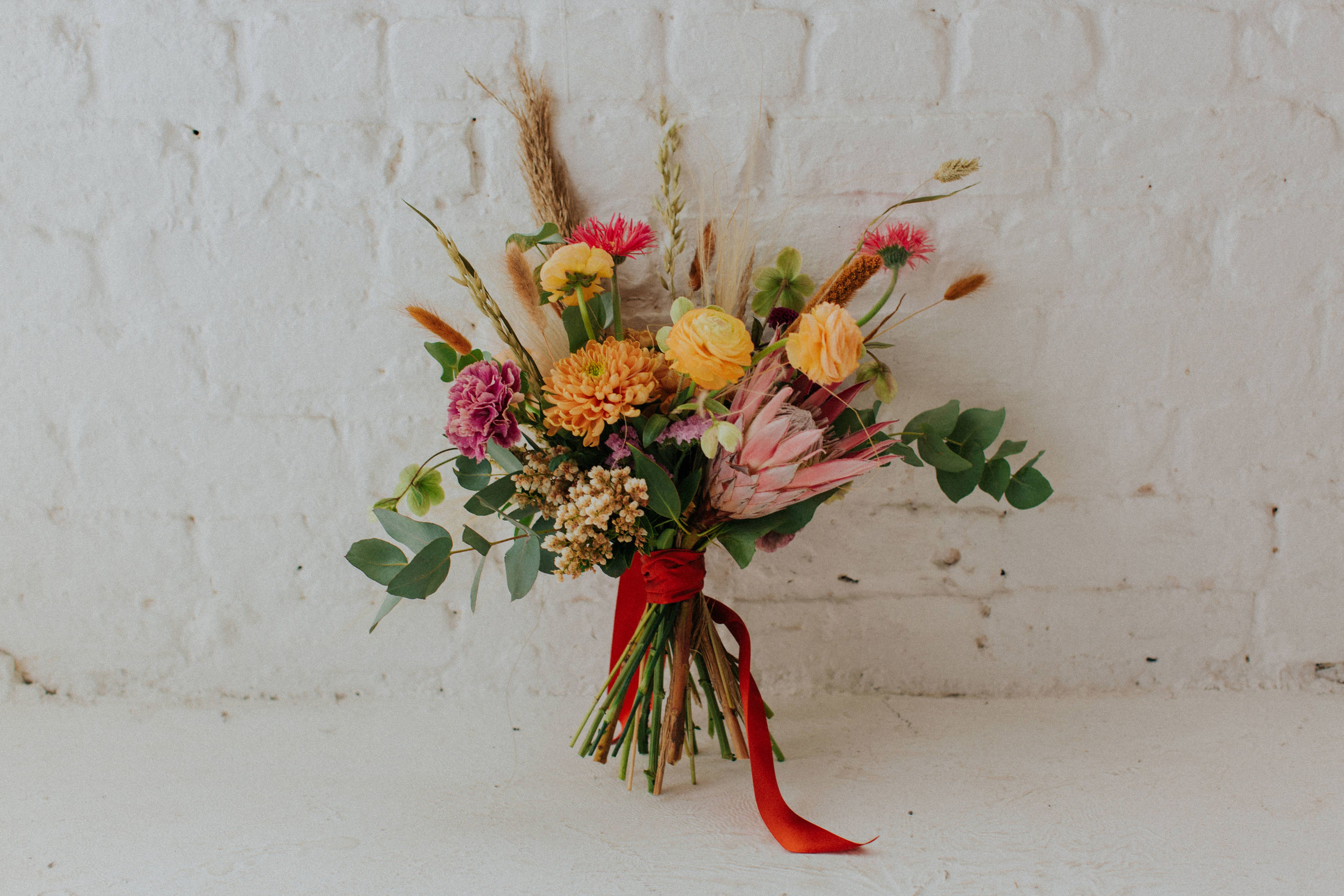 Hannah Elizabeth Flowers - Floral stylist based in Manchester, no plastic packaging and cool styling.