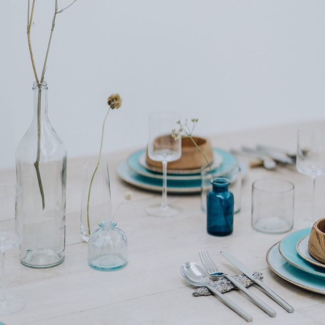 I'm loving natural displays for tables and food at the moment. Hiring Crockery and cutlery are the best eco and style way to go. Visit @potkettlewhite or @enamelwareevents for stylish hire. #consciousbride #ecobride #ethicalwedding #ethicalbride #indiebride #shopethicalinstead #naturalbride #ecowedding #coolbride #stylishbride #modernbride #bridetobe #greenwedding #shopsmall #madeinbritain #handmadewithlove #bohobride #bohemianwedding #ethicalfashion #ecoweddinginspiration #bridesmaids #sustainablefashion #sustainablebride #sustainablewedding #ecowedding #indiewedding #naturalbride #naturalwedding