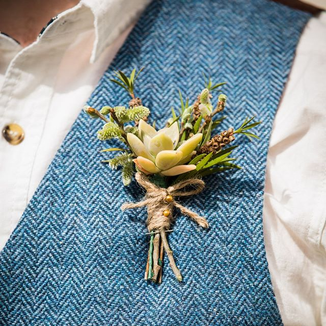 Button hole inspiration ⠀⠀⠀⠀⠀⠀⠀⠀⠀ ⠀⠀⠀⠀⠀⠀⠀⠀⠀ ⠀⠀⠀⠀⠀⠀⠀⠀⠀ From a shoot with @patorewoodenbowties @cockandbulltweed ⠀⠀⠀⠀⠀⠀⠀⠀⠀⠀⠀⠀⠀⠀⠀⠀⠀⠀ ⠀⠀⠀⠀⠀⠀⠀⠀⠀⠀⠀⠀⠀⠀⠀⠀⠀⠀ ⠀⠀⠀⠀⠀⠀⠀⠀⠀ @freeformimages.co.uk • @rivercottagehq @pjhobbsy #consciousbride #ecobride #ethicalwedding #ethicalbride #indiebride #shopethicalinstead #naturalbride #ecowedding #coolbride #stylishbride #modernbride #bridetobe #greenwedding #shopsmall #madeinbritain #handmadewithlove #bohobride #bohemianwedding #ethicalfashion #ecoweddinginspiration #sustainablefashion #sustainablewedding #ecowedding #indiewedding #naturalwedding #tweed #groomstyle #weddingsuit