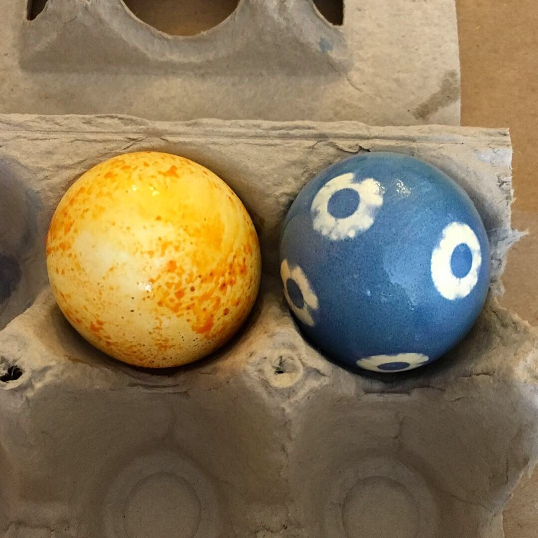 Left: Speckled orange egg created with ground turmeric, ground paprika and oil based dye. Right: Blue polka dot egg created with butterfly pea flower dye and stickers.