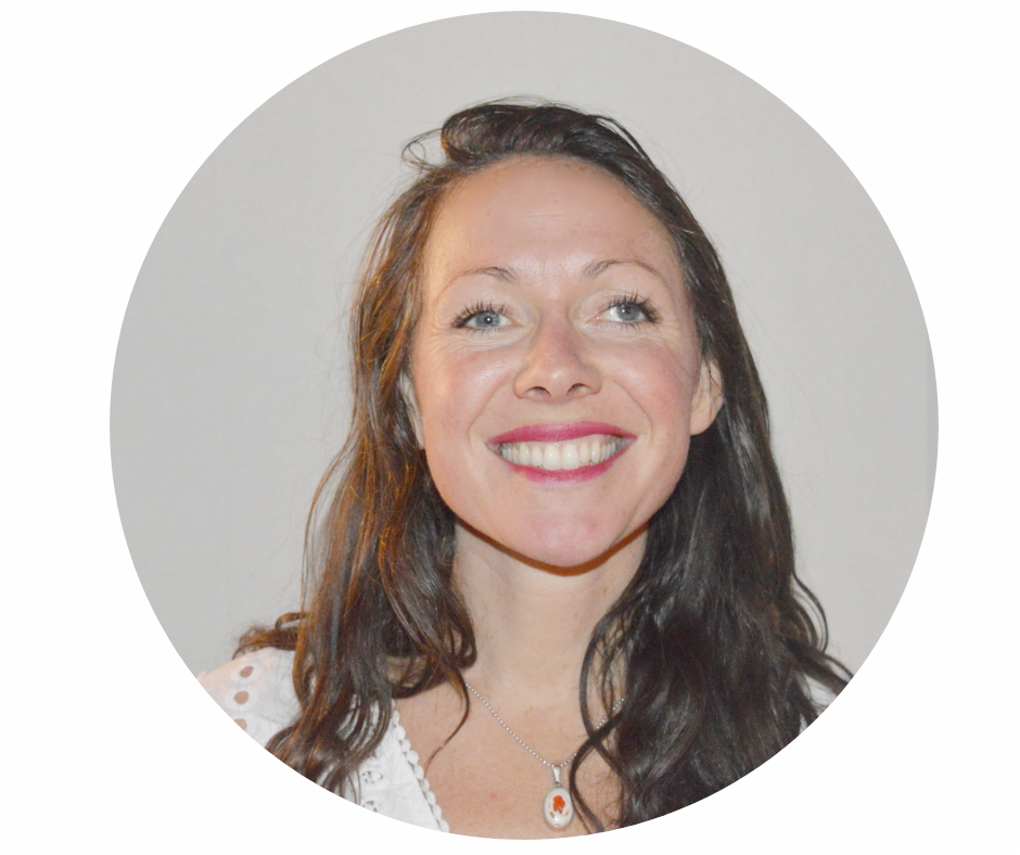 Zero To Fluent® English Instructor - JOSIEOur wonderful English instructor, Josie, is extremely passionate about helping you get fluent in English! She has had the pleasure of teaching English overseas for five years in both Barcelona, Spain and Paris, France. She is dedicated to helping you get fluent in English! Throughout her career, she has taught students of all ages, ranging from 4 to 65. She loves teaching 1-on-1 because it allows her to tailor classes to your needs, so that you can get amazing results!