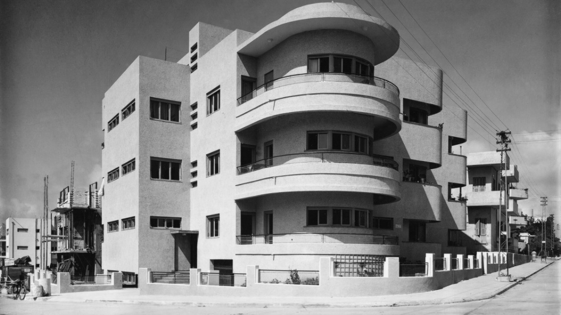 This classic Bauhaus building in Tel Aviv was built in 1935 by Pinchas Hit (Philip Huett). Photo from the Kalter Collection