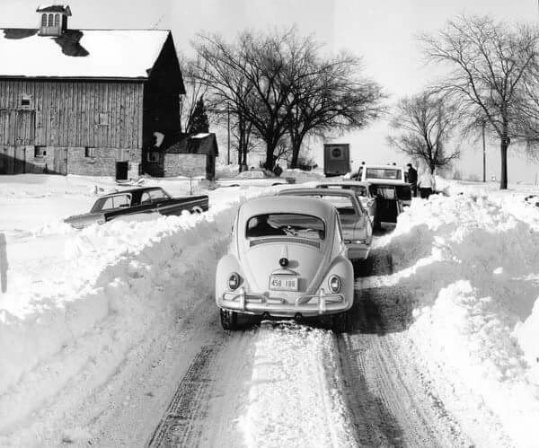 Traffic comes to a stop on Ill. Route 53 at Schaumburg Road as efforts continue to dislodge vehicles from snow drifts during the blizzard of 1967. (credit: unknown)