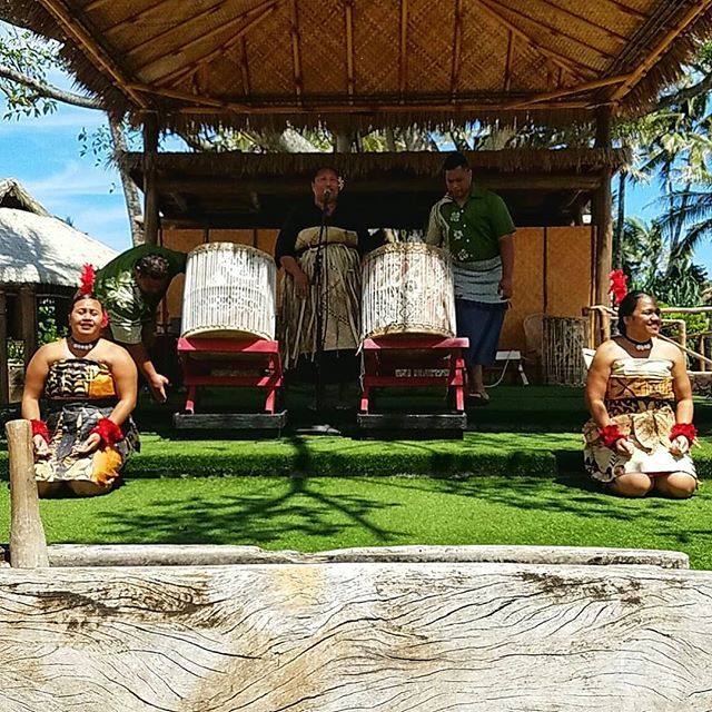 Tongan drums. Tongan love bruh... . Ayyy, been MIA for a bit but I been working on some side projects. What have I missed? . Did you hear #southwestairlines Has cheap ✈tix to #hawiianislands now?? . .  Follow @rgreatescape for all your trvl needs . . . . . . . . . . . #tonga #polynesian #tongan #tongans #hawaiiunchained #hawiianculture #lovehawaii #lovetonga #travelfreedom #traveltheglobe #islandlife #islandvibes #polynesianculturalcenter #culture #traveladdict #travelblogger #drumcircle #beatthedrum #tonganwomen #polynesianwomen #hawaiians #hawaiitag #aloha🌺 #southwestairlines #flytohawaii