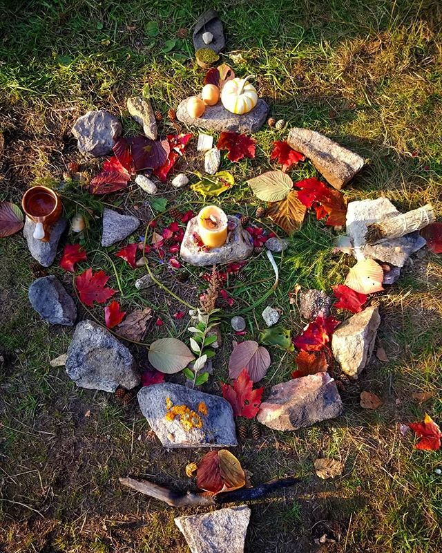 Blessed Mabon 🍁🍂🍁 A beautiful time to thank the earth and honour the harvests. What have you grown and tended that you can carry with you now? You may want to offer some blessing herbs, sacred smokes, prayers, and compost to your gardens now. Give thanks to the earth and all that was grown this year! I spend time thanking the plants who have given food and medicine, scattering their seeds. Celebrate the harvest in your home by gathering fruits and grains harvested this season. Decorate your altars in fall leaves, goards, seeds, and fruit. Feel the balance of equal day and night, preparing to head soon into the months of greater darkness and dreamtime. Welcome in a season of release, renewal, and rest.  Blessed be everyone!! 🍁🌿🌙 Enjoy some words from my 15 year old self about celebrating Mabon. The spelling and typing on an old typewriter (computers were new then) should give a smile. ;)