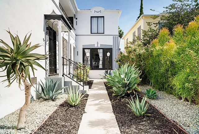 Our West Adams paradise... Come stay for a while! 🌵 #airbnb #westadams #southlosangeles #midcenturymodern #dwell #mydomaine #remodelista #apartmenttherapy #sodomino #lonnyliving #milkshakelosangeles