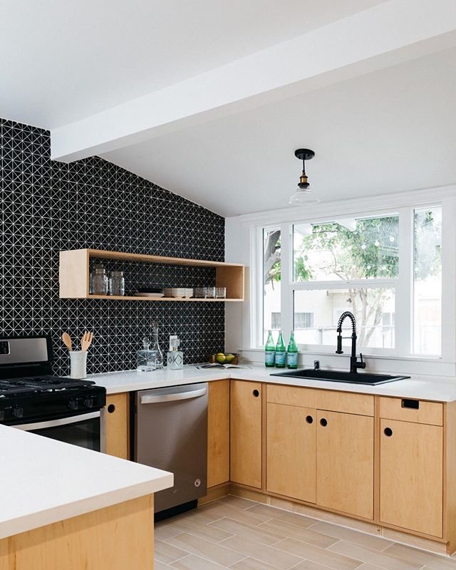 Bright and clean, with a crisp contrast. No wonder this is still one of our favorite kitchens! #westadams #southla #remodel #kitchendesign #remodelista #dwell #mydomaine #rshome #realsimple #apartmenttherapy #sodomino #howihaven #myhouseidea #lonnyliving #milkshakelosangeles