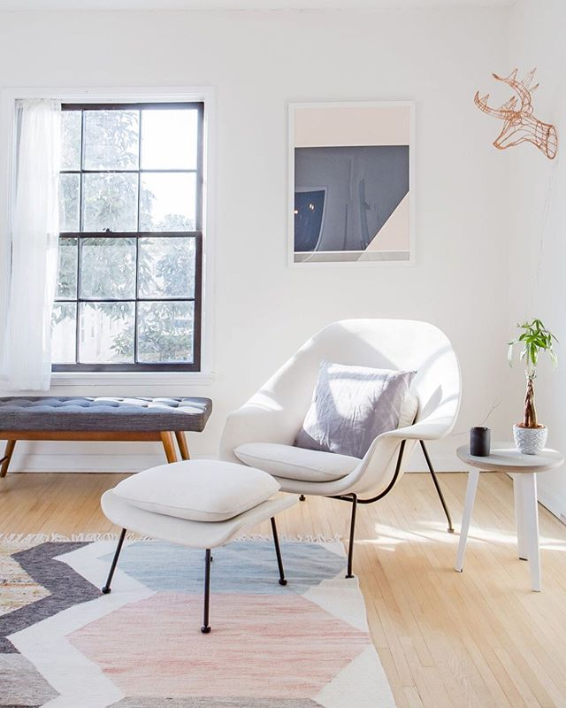 When the light hits just right... 👌 Stay in our West Adams #airbnb and find out what it's like to live in a Milkshake property! #curated #wombchair #westadams #southlosangeles . . . #remodelista #dwell #mydomaine #rshome #realsimple #apartmenttherapy #sodomino #howihaven #myhouseidea #lonnyliving #milkshakelosangeles